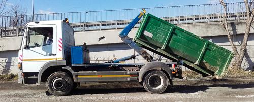 Kontenerowy wywóz odpadów - Max Gruz. Samochód ciężarowy