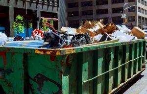 wywóz odpadów wielkogabarytowych w Krakowie - odpady w kontenerze