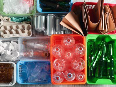 Jak segregować śmieci w domu w 2020 roku? Rodzaje i kolory pojemników
