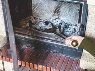 Jak utylizować żużel i popiół? Poradnik