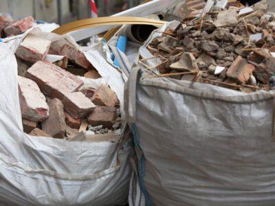 Odpady budowlane czekające na wywóz